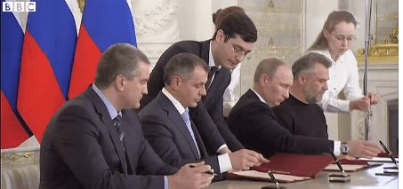 Leaders of Russia and Crimea signing the treaty. (Image courtesy of BBC)