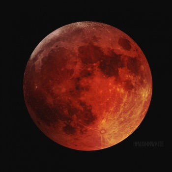 The blood moon visible during the Tuesday morning eclipse. (Image courtesy of Reddit user KipperTheCat)