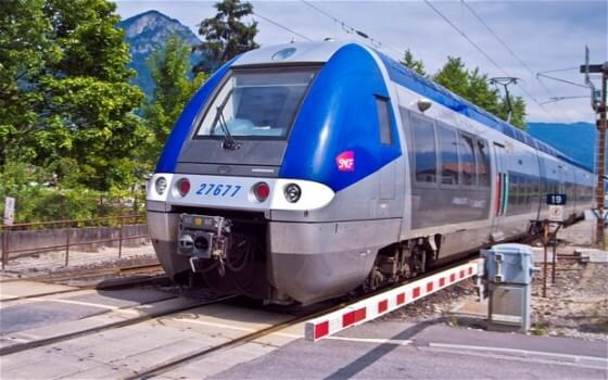 New trains ordered by the French national rail company are too wide for many of its platforms. (Image courtesy of The Telegraph)