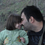 Soheil Arabi spends time with his young daughter. (Image courtesy of The Huffington Post)
