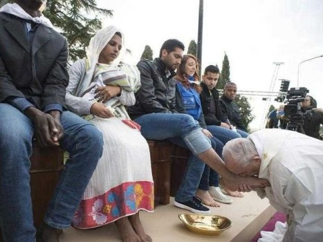 Pope Francis kisses the feet of a migrant. Source: Sunshine Coast Daily