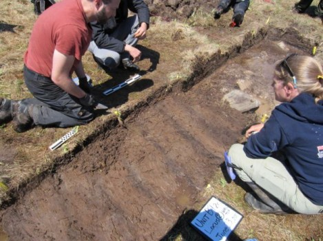 Archaeologists uncover remnants of a Viking settlement. (Image courtesy of BBC)